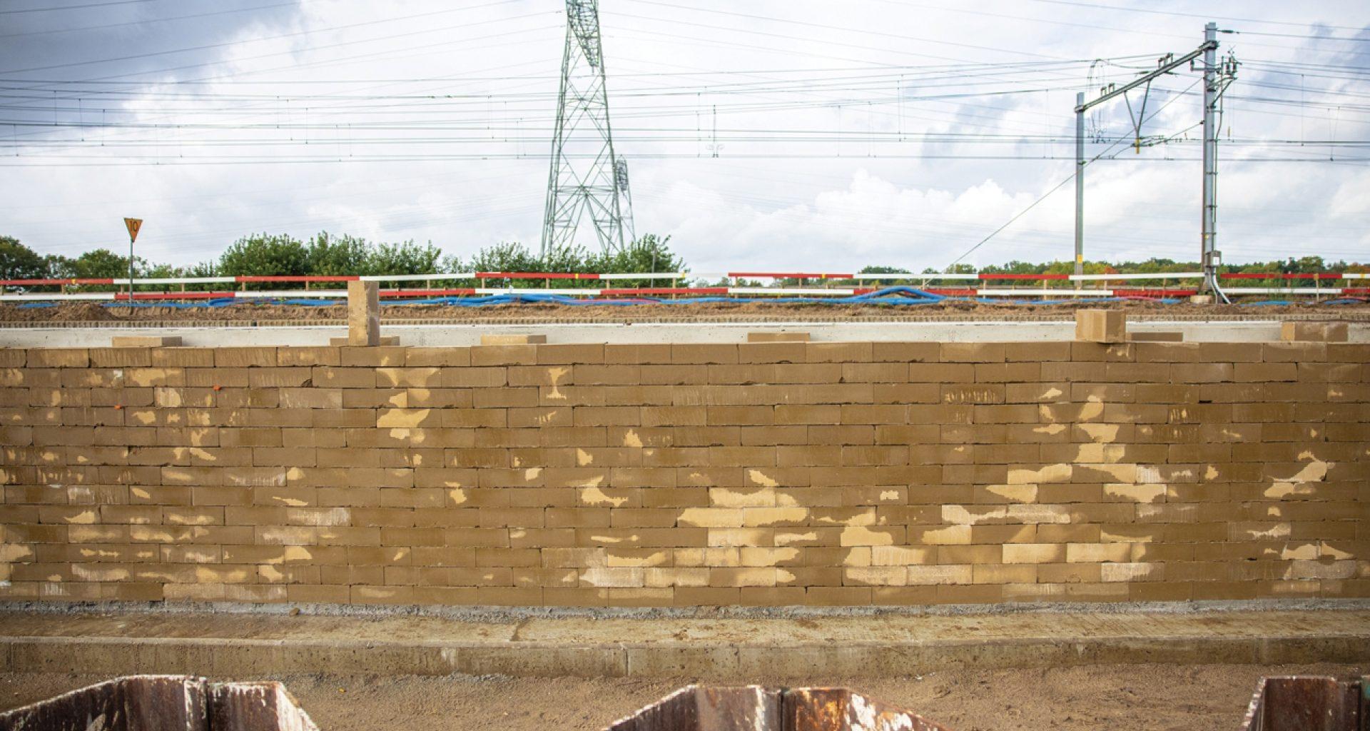 Toepassing van gerecyclede stenen gemaakt van bagger uit de bouwput in onderdoorgang tussen Zwolle en Herfte 96dpi 1280x854px E NR 13924
